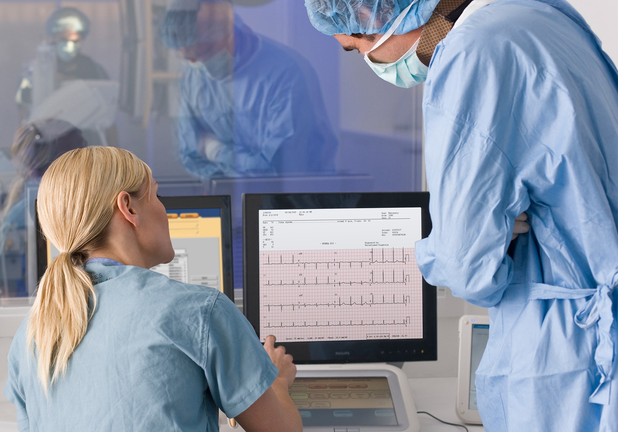 clinicians monitoring patients' cardiograph